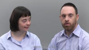 Captura del vídeo en el qual apareixen el Tonet i la Esther