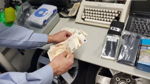 Diners i objectes recuperats en l'operació policial