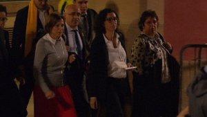 Forcadell, Rovira i Bassa, sortint del Parlament