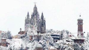 Imatge de postal de la nevada d'avui al Tibidabo