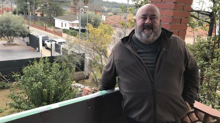 El pare de la noia assassinada, Meritxell Vall, al seu domicili.