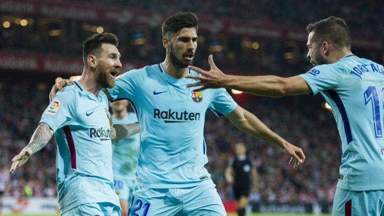 Gomes, celebrant un gol amb Messi i Alba
