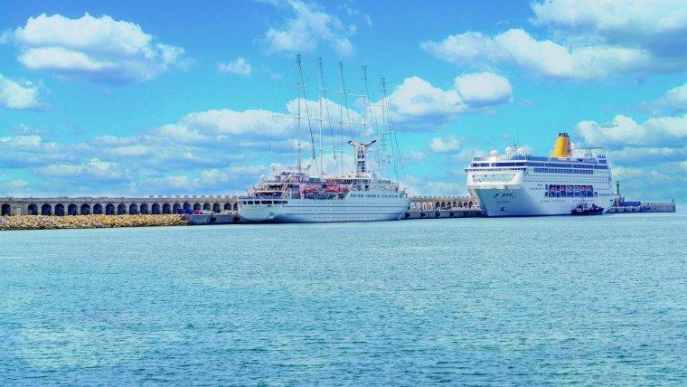 Imatge d'un cruer al Port de Tarragona