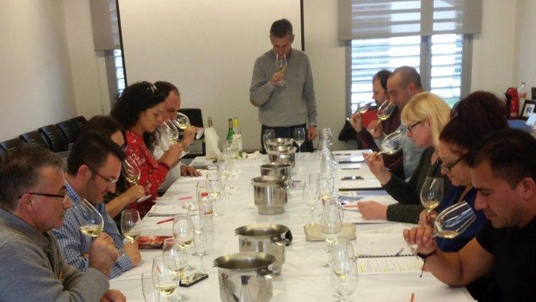 Imatge d'un curs de tast de vins de la FEHT.