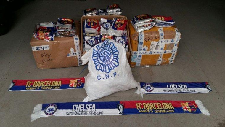 La Policia Nacional ha intervingut més de 700 bufandes d'ambdós equips