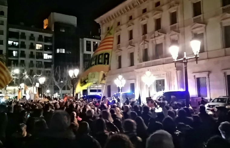 La Sudelegació del Govern espanyol a Lleida plena de gom a gom