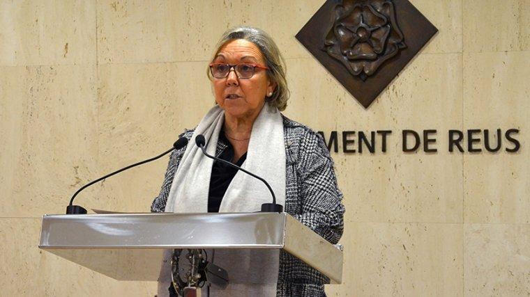 Maria Dolors Sardà, regidora d'Ensenyament i Política Lingüística, a la roda de premsa