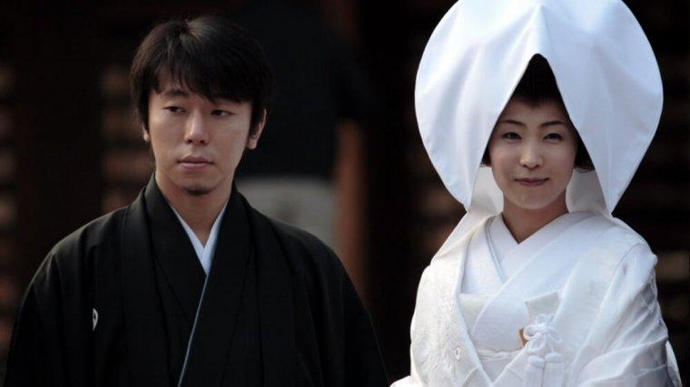 Marido y mujer en una boda sintoísta.
