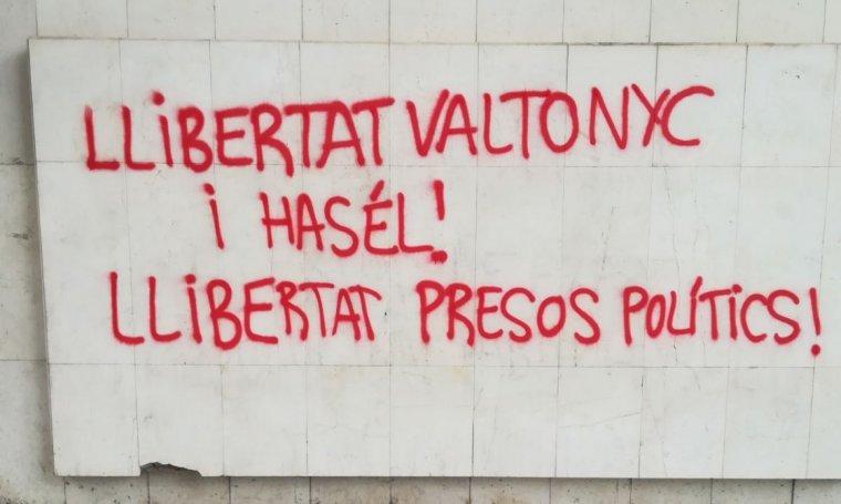Pintades a la seu de Ciutadans Lleida.