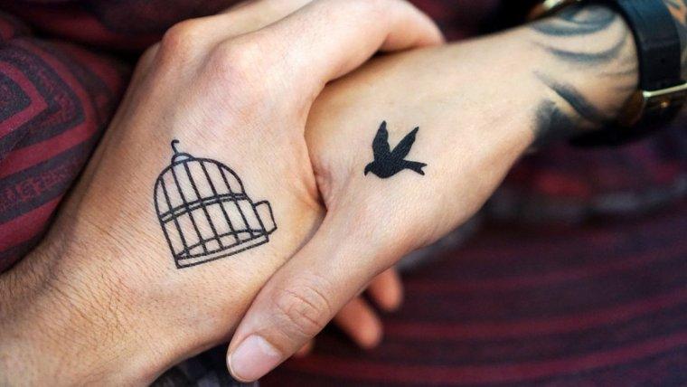 Algunos tatuajes son ideales para llevar en pareja.