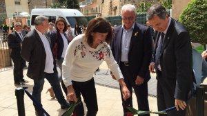 Cristina Borràs, Francesc Tarragona i Alfons Garcia durant la inauguració de la residència d'avis «Lo Parralet» de Vandellòs.