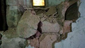 El llamp ha provocat el despreniment d'un tros de paret.