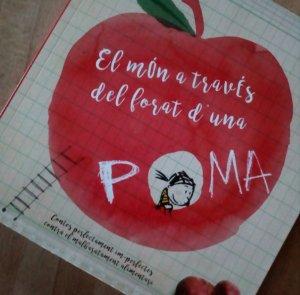 """El llibre """"El món a través del forat d'una poma"""""""