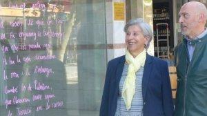 Els aparadors de Salou s'omplen de poemes i cites de llibres per Sant Jordi