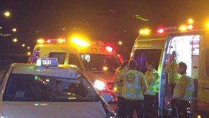 Imagen del lugar de los hechos, donde se encuentra el taxi contra el que ha impactado la víctima