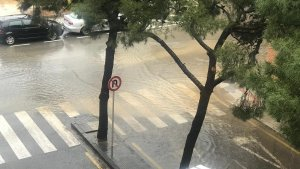 Imatge de les pluges acumulades d'aquest divendres al barri Fortuny de Reus.