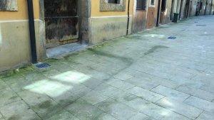 Imatge del deteriorament del carrer de Sant Domènec de Tarragona