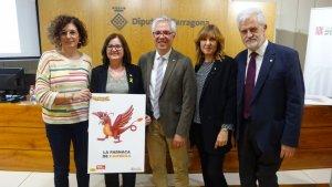 Imatge dels representants de Cambrils durant la presentació de «Catalunya, Hola Família».