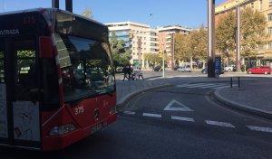 Imatge d'un bus a la plaça Imperial Tarraco.
