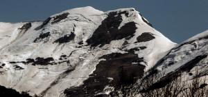 Imatge on es veuen les plaques de neu trencades