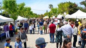 La fira de Sant Jordi agrupa parades de diverses temàtiques i entitats