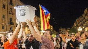 Les imatges de la concentració de l'1-O a la plaça de la Font de Tarragona