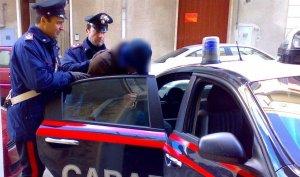 Moment de la detenció de l'home, en un vehicle de la policia italiana.