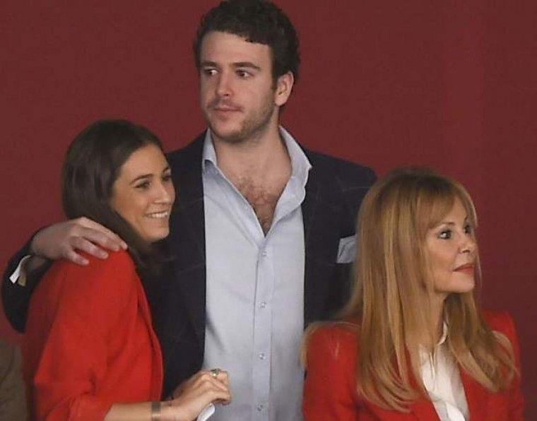 Alex junto a su novia Francisca y Ana Obregón