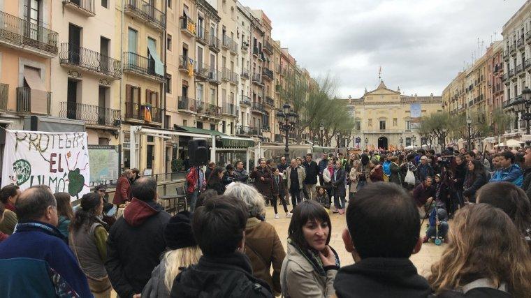 Concentració a la plaça de la Font a Tarragona en contra del pla urbanístic de la Budellera