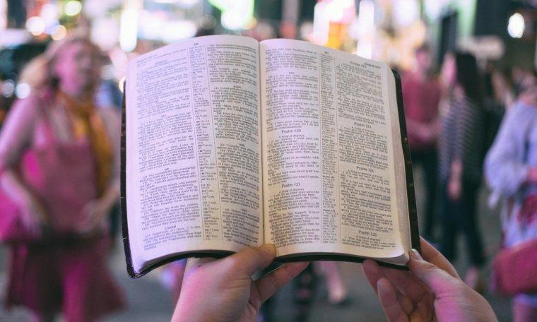 25 Frases Y Citas Bíblicas De Amor Cortas Para Jóvenes Y Más