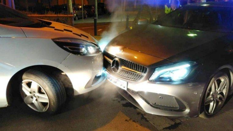 L'impacte del vehicle amb el cotxe de la Policia Local de Blanes