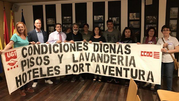 Membres del comitè d'empresa, dels sindicats, de Vila-seca En Comú i del PSC, recolzen els treballadors de Claro Sol.