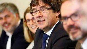 Carles Puigdemont, amb els membres de Junts per Catalunya