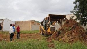 Comencen els treballs al terreny on es construirà el centre cívic de La Miralba