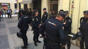 El desplegament policial ha arribat cap al migdia a l'habitatge de Terradellas.