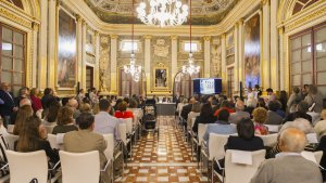 El Palau Bofarull s'ha omplert de gom a gom per presenciar en directe la inauguració dels actes del centenari del Ploms