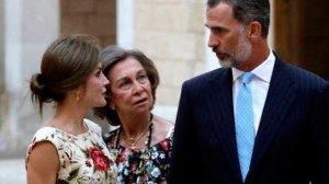 El rey Felipe VI junto a su mujer la reina Letizia y su madre Doña Sofía
