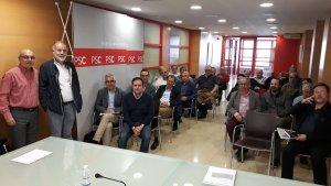 Imatge de la trobada de Cèsar Ramos i Joan Ruiz amb diversos regidors i alcaldes socialistes