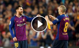 Iniesta cedeix el braçal de capità a Messi.