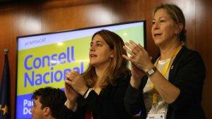 La coordinadora general del PDECat, Marta Pascal, amb la presidenta del partit, Neus Munté.