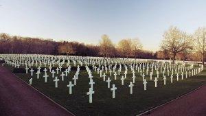 La peor consecuencia de la guerra, la muerte. Y como dice aquella famosa frase: War... war never changes.