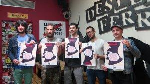 Part del col·lectiu 'No Callarem' presentant el cartell de la Jornada Reivindicativa