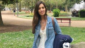 Sara Carbonero con el vestido de Zara y la chaqueta vaquera de Mango