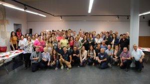 Voluntaris i voluntàries de la Bisbal, en una fotografia de família