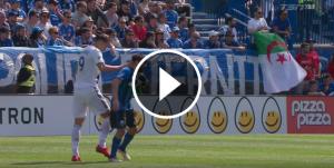Zlatan Ibrahimovic etziba una plantofada a un rival.