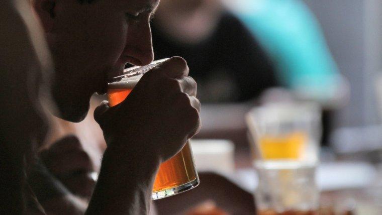 Alcoholismo: síntomas, causas y tratamiento de esta adicción