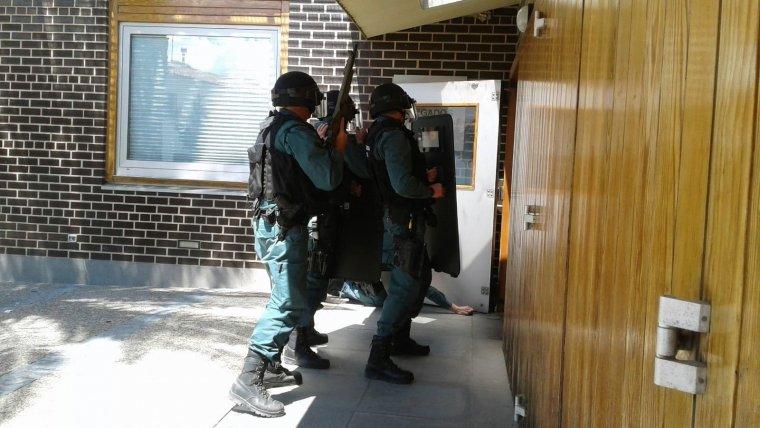 Actuación policial durante el atrincheramiento de un hombre en La Almunia