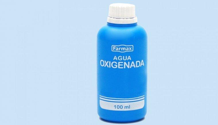 Agua oxigenada de la compañía Farmax.