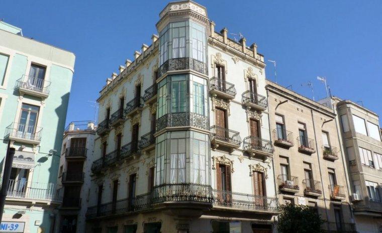 Casa Abelló, també coneguda com casa Munné.