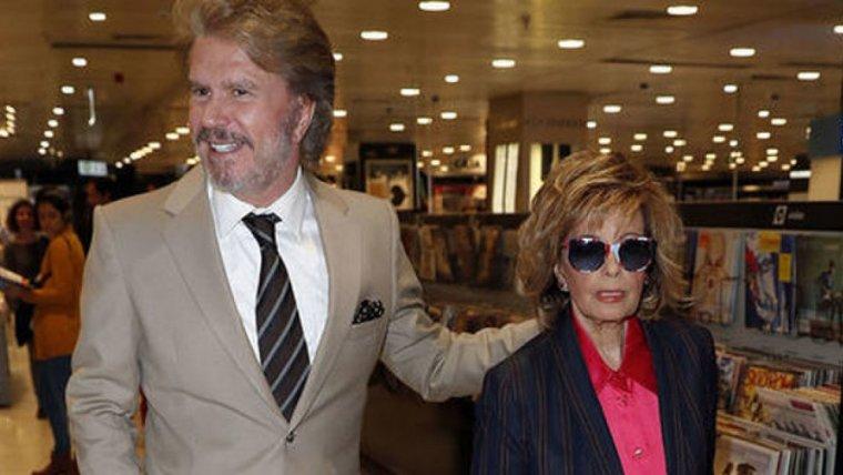 Edmundo Arrocet y María Teresa Campos en la firma de discos